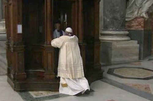 2014_03 28 Pope Francis went to Confession