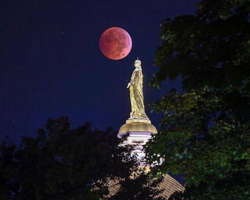 2014_10 08 Blood Moon 2 over Notre Dame Univ