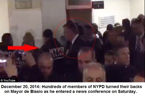 2014_12 20 Cops turn back on de Blasio