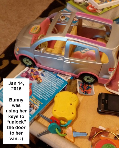 2015_01 14  Alessia uses key to unlock van door
