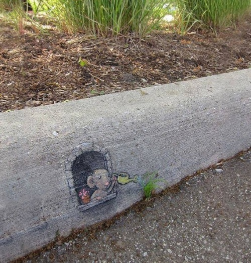 Mouse on curb graffiti