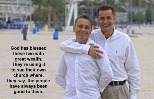 2015_08 Gay couple suing church