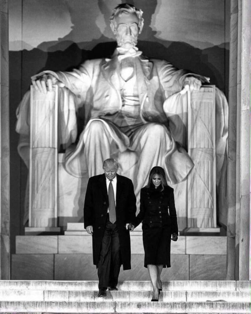 2017_01-20-donald-and-melania-at-lincoln-memorial