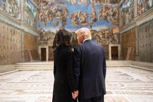 2017_05 24 Trumps at Sistine