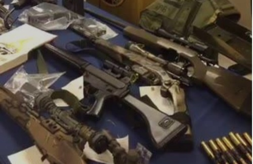 2016_06 Abdullah weapons