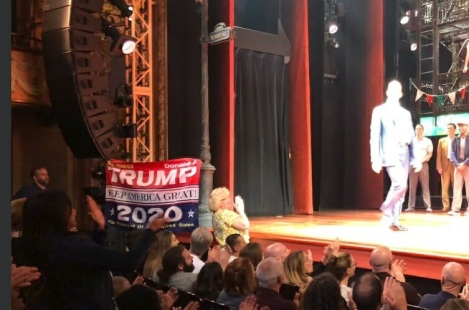 2018_06 17 Trump flag