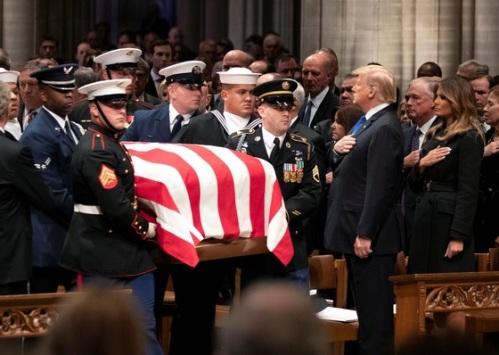 2018_12 05 Trump hand
