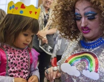 drag queen w child
