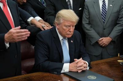trump praying